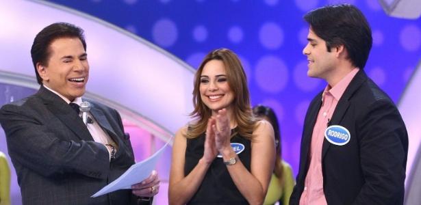 """2011 - Rachel Sheherazade com o marido, Rodrigo Porto, no """"Programa Silvio Santos"""" - Divulgação/SBT"""