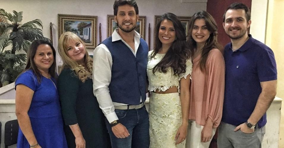 16.jul.2016- Os ex-BBBs Kamilla Salgado e Eliéser Ambrósio se casaram no civil neste sábado, em São Paulo