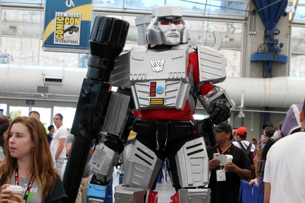 23.jul.2016 - Cosplayer escolheu ir de Transformer à San Diego Comic-Con