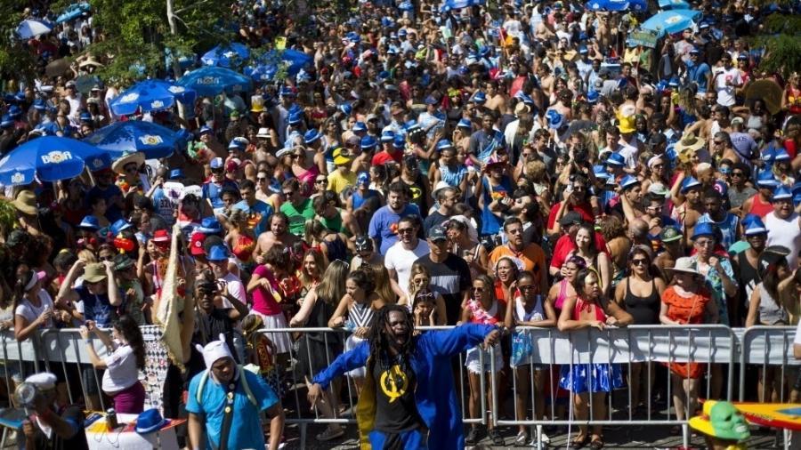 11.fev.2017 - O bloco Desliga da Justiça desfila na Gávea, na zona sul do Rio de Janeiro - Douglas Shineidr/UOL