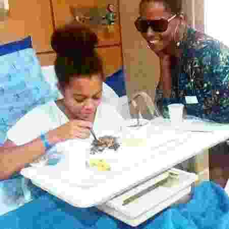 Bombom posta imagem da filha, Olívia Soares, no hospital - Reprodução/Instagram