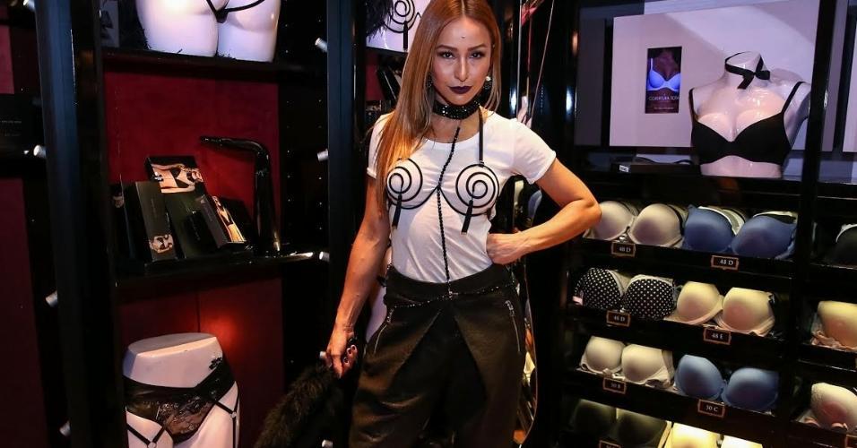 e5ff5715e Sabrina Sato aposta num look sexy para conferir coleção de linha sensual  durante evento em São