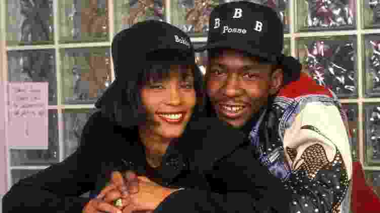 Whitney Houston e o marido Bobby Brown - L. Cohen/WireImage - L. Cohen/WireImage