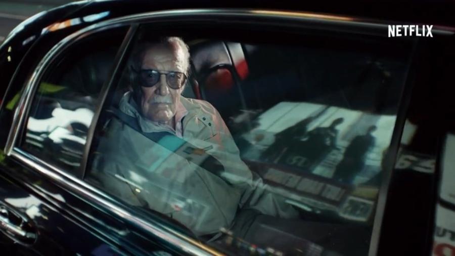 Stan Lee, a lenda da Marvel, só na espreita para ver se você está acompanhando tudo atentamente - Reprodução