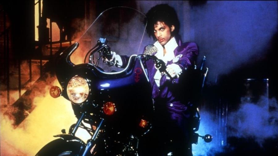 """Prince em cena de """"Purple Rain"""" (1984) - Reprodução"""