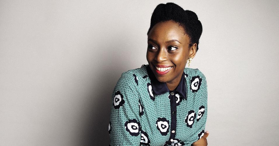 A escritora Chimamanda Ngozi Adichie