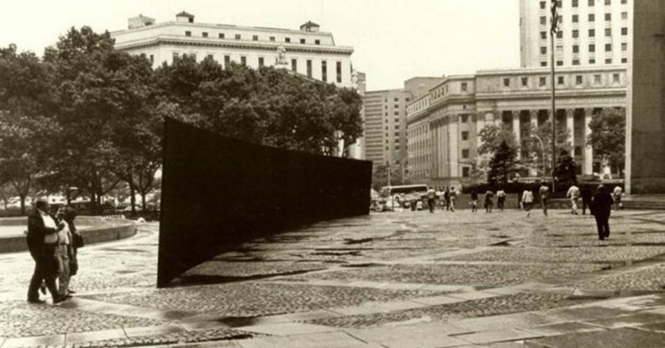 """Richard Serra, """"Tilted Arc"""", 1981"""