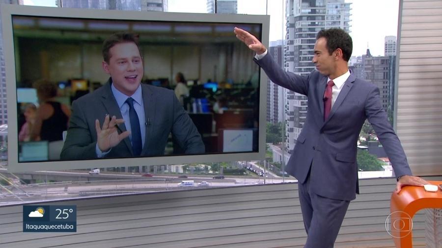 """César Tralli brinca com hit de Jojo Todynho dirante conversa com Dony de Nuccio no """"SP1"""" - Reprodução/TV Globo"""