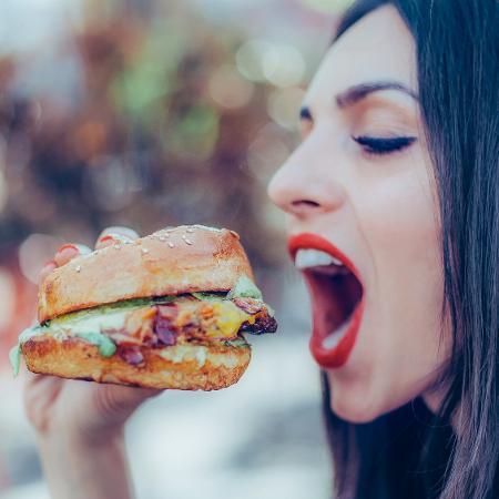 É importante comer quando temos fome, não frustrações ou ansiedades - iStock