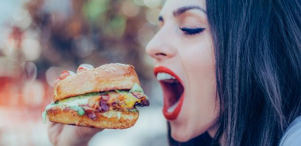 Combate à obesidade: veja gatilhos emocionais que fazem você comer demais