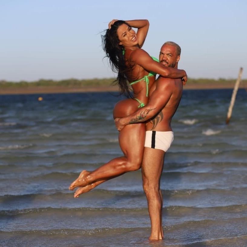 """Gracyanne completa 7 anos de casada e ganha declaração de Belo: """"Orgulho"""""""