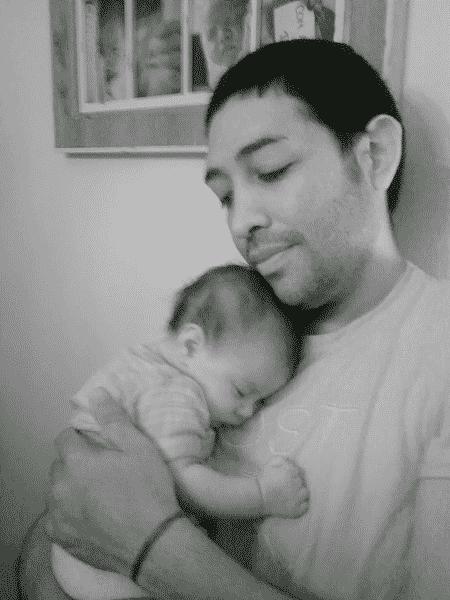 Casal gay adota bebê de 28 dias portador do vírus HIV - Reprodução/Instagram