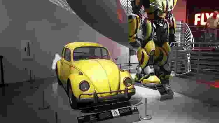 Fusca amarelo ao lado do badalado Bumblebee estão no andar térreo do museu - Vitor Matsubara/UOL