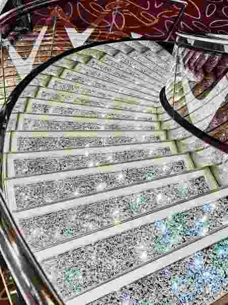 Escadas cravejadas com cristais Swarovski no MSC Seaview - Divulgação