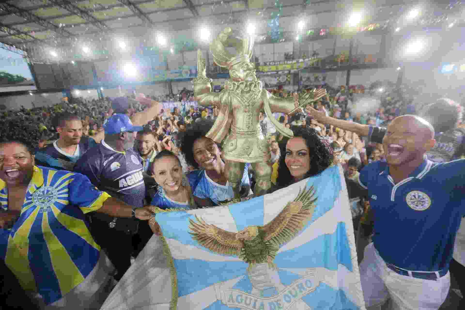 Águia de Ouro comemora título do Carnaval de São Paulo na quadra da escola, na Barra Funda - Ricardo Matsukawa/UOL