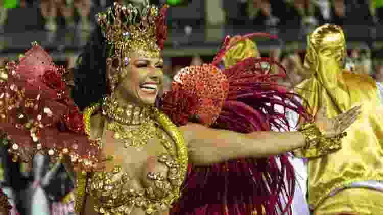 Viviane Araújo em desfile do Salgueiro no Carnaval 2020 - Luciola Vilella/UOL - Luciola Vilella/UOL