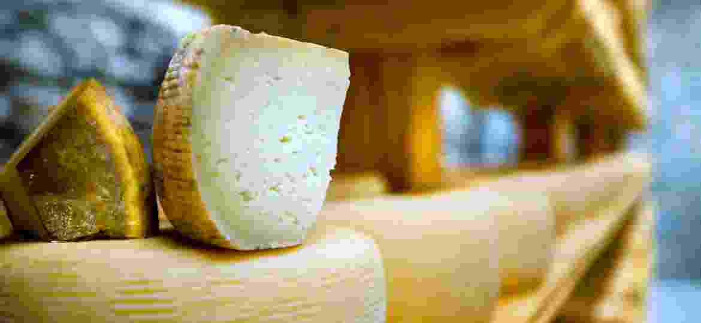 O queijo pecorino é típico da Itália e produzido com leite de ovelha - Getty Images