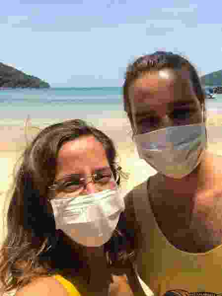 O casal em Koh Rong Sanloem, quando a ilha entrou em lockdown - Arquivo pessoal - Arquivo pessoal