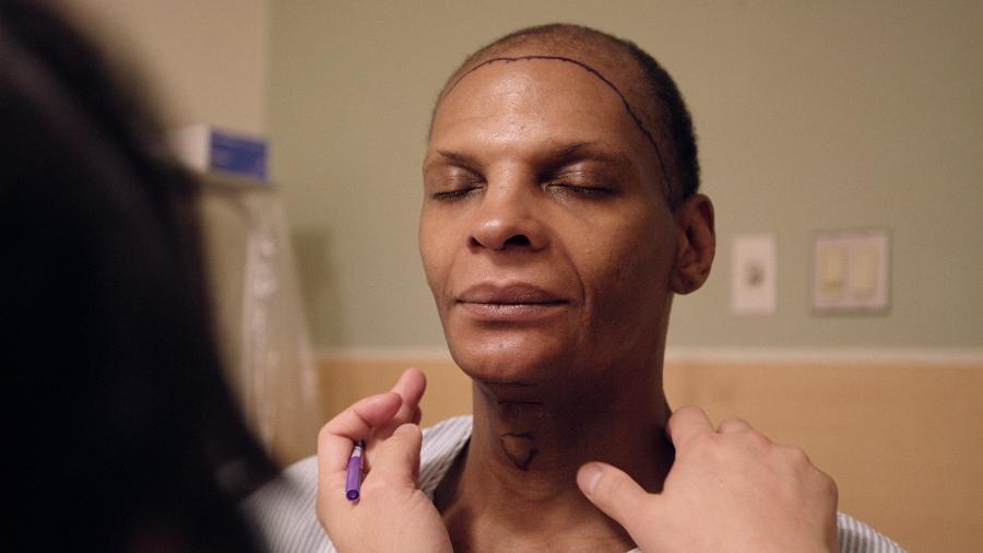 """A modelo e atriz Mahogany Phillips é personagem do documentário """"Born to be"""" e conta para Universa como transição de gênero mudou sua vida - Divulgação"""