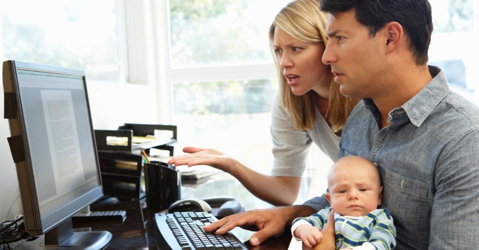Grupos de discussão na internet podem ser muito úteis para as mães, principalmente para aquelas que gostam de compartilhar dicas e de pedir informações sobre questões simples do dia a dia