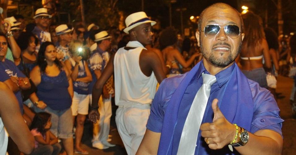 3.jan.2016 - Portela realiza ensaio de rua em Oswaldo Cruz, no Rio de Janeiro