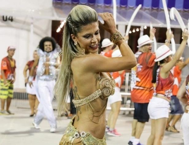 02.fev.2016 - A ex-BBB Cacau Colucci usou fantasia ousada durante ultimo ensaio técnico da escola de samba Dragões da Real, que aconteceu no domingo (31), em São Paulo.