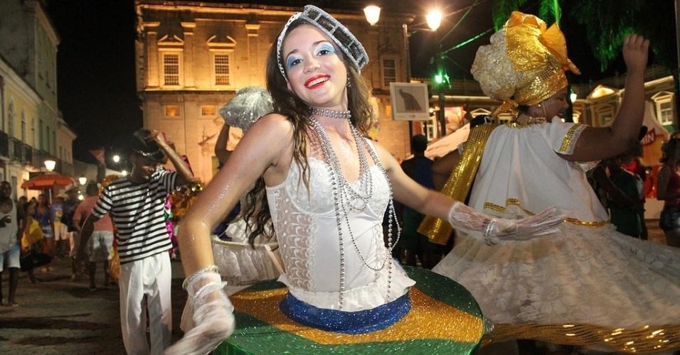 5.fev.2016 - Carnaval no Pelourinho tem desfile de blocos e foliões fantasiados