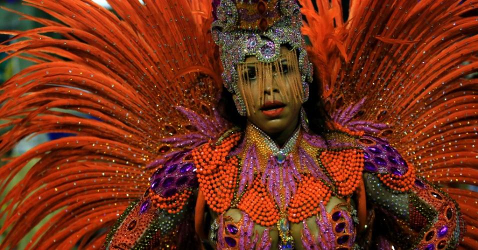 9.fev.2016 - Musa da Mangueira em desfile que homenageou Maria Bethânia