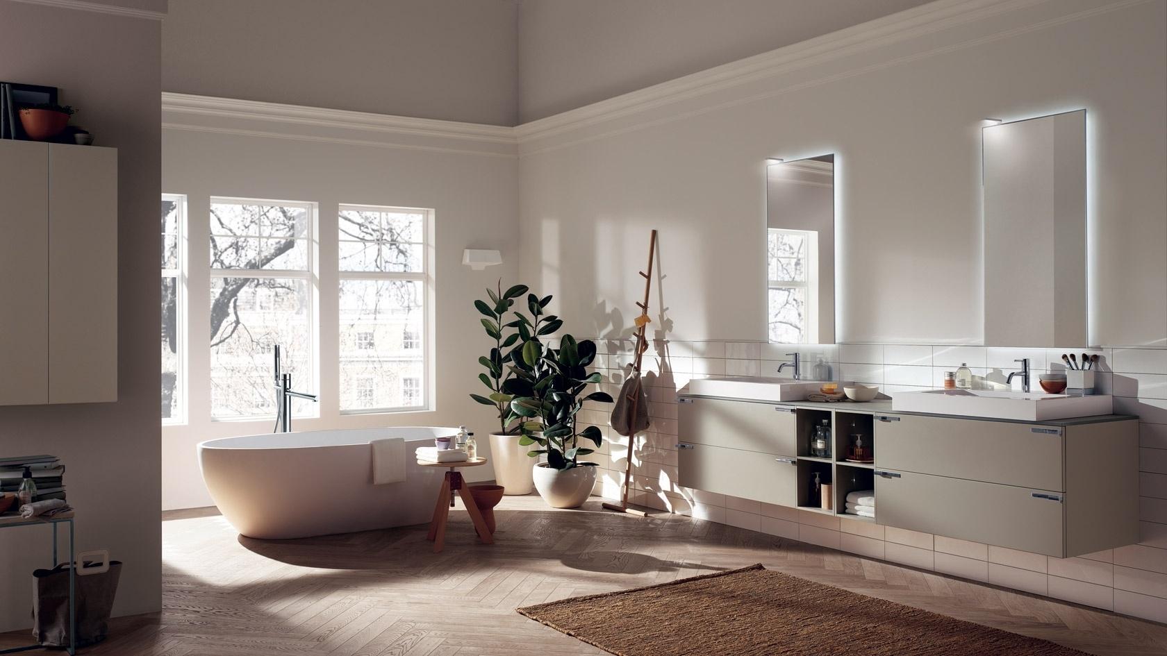 A italiana Idea Group (www.ideagroupbathrooms.com) apresentou um banheiro minimalista na edição 2016 do Salone del Bagno, que faz parte do Salão Internacional do Móvel de Milão, na Itália. Urbana e moderna, a proposta tem como destaque a banheira Oval