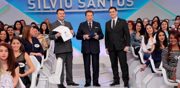 Silvio Santos recebe em seu programa no SBT o título de doutor em Comunicação - Lourival Ribeiro/SBT