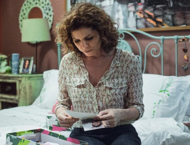 """Elisa (Débora Bloch) encontra carta da filha no quarto da jovem em """"Justiça"""" - Estevam Avellar/TV Globo"""