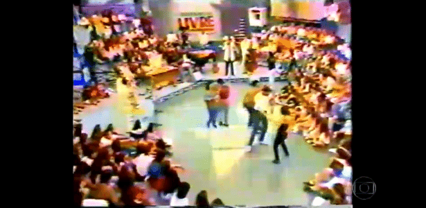 """Na Globo, Serginho Groisman exibe imagens do extinto """"Programa Livre"""", do SBT - Reprodução/SBT/TV Globo"""