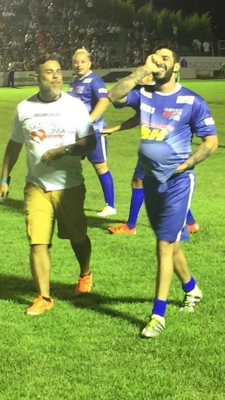 Gusttavo Lima homenageia a mulher durante jogo beneficente - Divulgação/Silvia Colmenero e Manuela Pimentel
