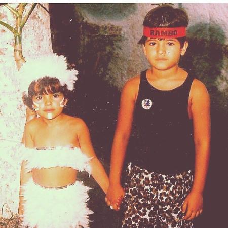 Vanessa Giácomo em foto antiga com o irmão, Vinícius - Reprodução/Instagram
