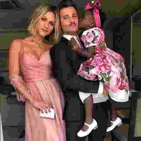 Bruno Gagliasso e Giovanna Ewbank posam com a filha, Titi - Reprodução/Instagram