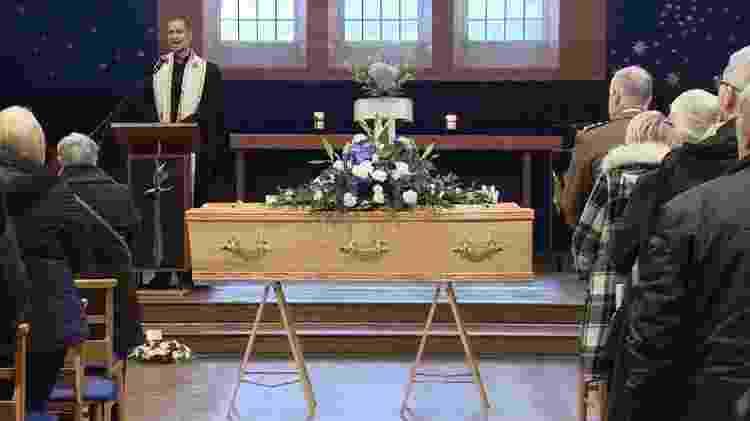 Reverendo Christopher Rowe fez um apelo para que a comunidade fosse ao velório - BBC - BBC