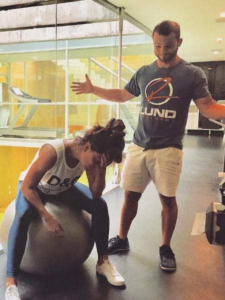 Juliana Paes ao lado de personal trainer - Reprodução/Instagram