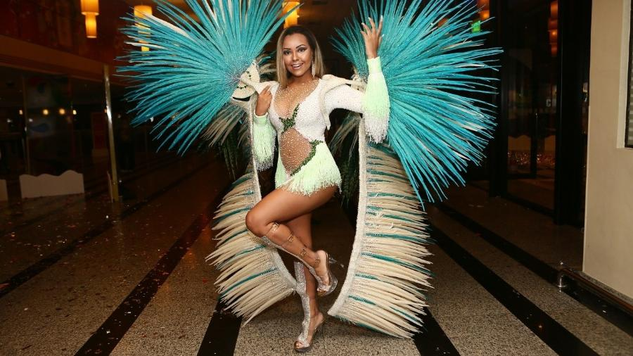 Ana Beatriz Godoi, madrinha de bateria da Vila Maria, gastou R$ 80 mil com fantasia - Iwi Onodera/UOL