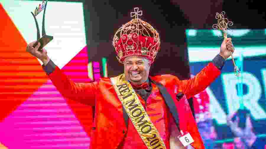 O psicólogo e passista da Dragões da Real Fábio Sorriso foi eleito Rei Momo do Carnaval 2019 - Edson Lopes Jr./UOL