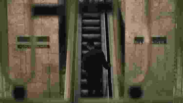 """Escadaria do edifício Louvre, em São Paulo, que aparece na série """"Striking Vipers"""", de """"Black Mirror"""" - Divulgação"""