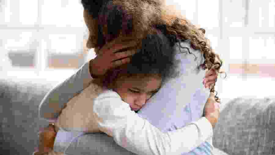 """""""Não é bullying, é racismo"""": o que dizem pais e especialistas sobre o tema - fizkes/iStock"""