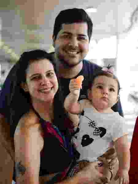 Nelson Tristão, com a mulher, Izabela e a filha, Julia - Divulgação/ Filipi Dahrlan