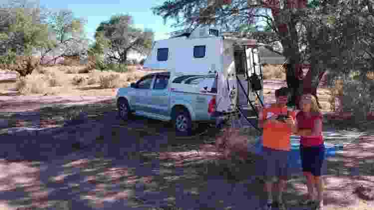 João Carlos e Fátima optaram por se isolar no deserto, perto de São Pedro do Atacama, antes de seguirem para Limache - Arquivo pessoal - Arquivo pessoal