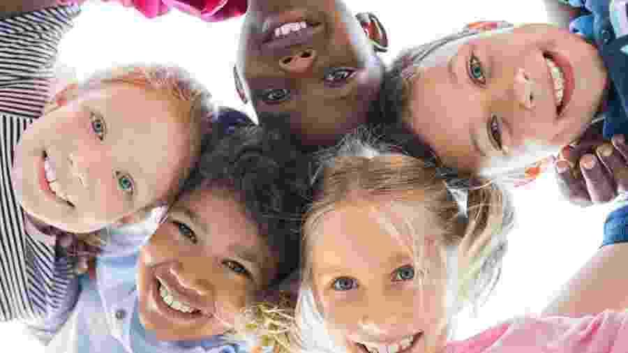 Casos de racismo vieram à tona recentemente, mas negros sofrem constantemente com injúrias: como falar com crianças sobre isso? - Ridofranz/Getty Images/iStockphoto