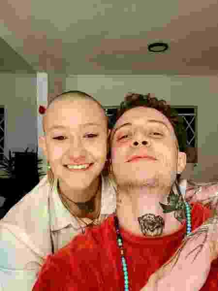 Carolina Pecsén e o tatuador Pietro Marinho - Arquivo pessoal - Arquivo pessoal