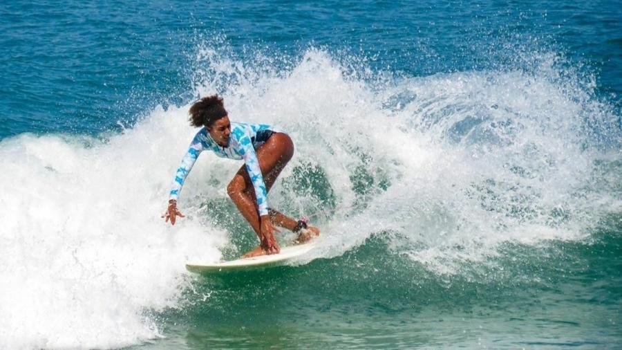 Ex-surfista profissional, Érica integrou a elite do surfe nacional em 2009, o Super Surf  - Reprodução Instagram/Fabiano Passos