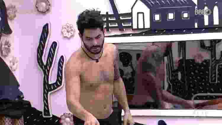 BBB 21: Rodolffo faz comenta com Sarah sobre vestido de Fiuk  - Reprodução/Globoplay - Reprodução/Globoplay