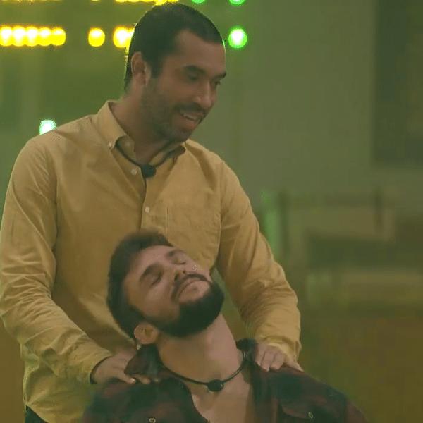 BBB 21: Gil faz massagem no ombro de Arthur durante a festa de Caio