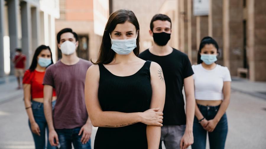 Também foi recomendado aos israelenses o uso de máscara em grandes concentrações ao ar livre - iStock