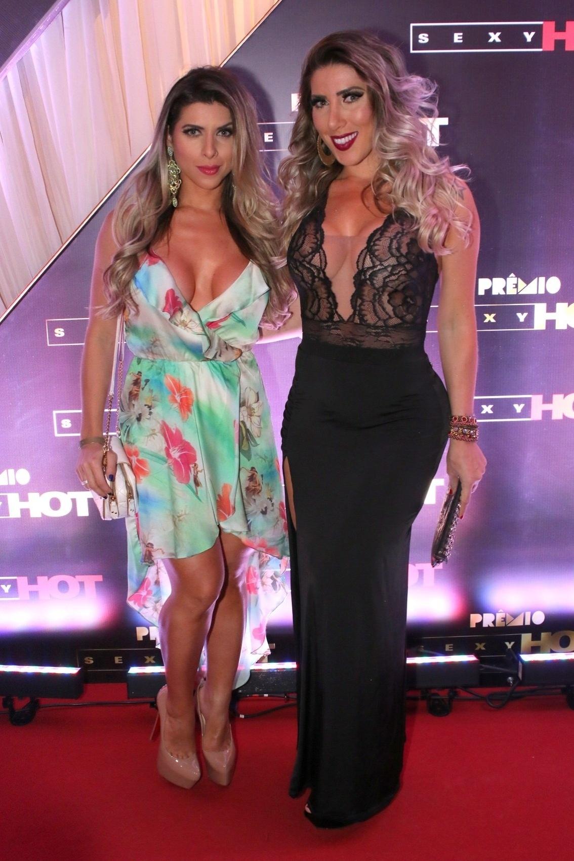 18.ago.2015 - As irmãs Ana Paula e Tati Minerato comparecem à segunda edição do prêmio Sexy Hot, que reconhece as melhores produções eróticas do Brasil, nesta terça-feira na casa de eventos Villa Vérico, em São Paulo